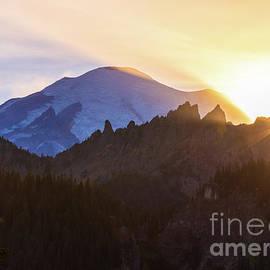 Setting Sunstar on Mount Rainier by Mike Reid