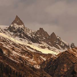 Sharp Peaks by Shubham Sahay