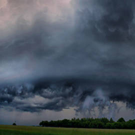 Shelf Cloud formation by Lukasz Sujka