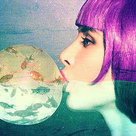 Siren with bubble gum by Jirka Svetlik