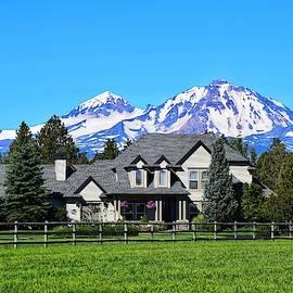 Sisters Oregon Farmhouse by Dana Hardy