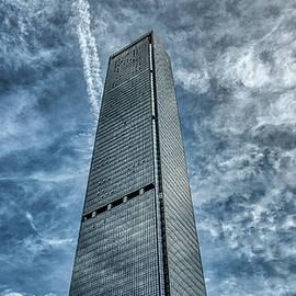 Skyscraper in Shenzhen by Vlad Meytin