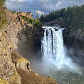 Snoqualmie Falls by Jerry Abbott