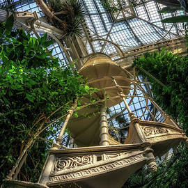 Spiral Staircase in Palmenhaus by Aaron Choi