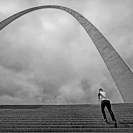 Gateway Arch by Darrel Giesbrecht