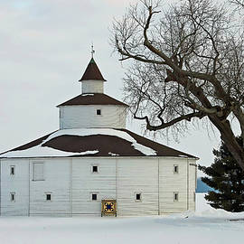 Strauther Pleak Round Barn 52, Greensburg, Indiana by Steve Gass
