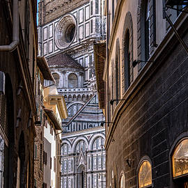 Streetlife and the Duomo in Florence by Andrew Cottrill