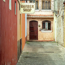 Streets of Antigua by Leslie Struxness