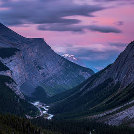 Sunset of the Icefields Parkway, Banff National Park by Yves Gagnon