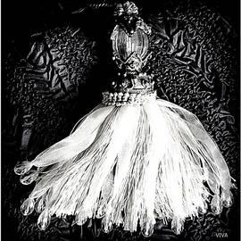 Tassel Queen Dancing  - Carnevale by VIVA Anderson