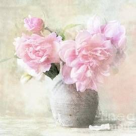 Tender roses by Louise Lavallee