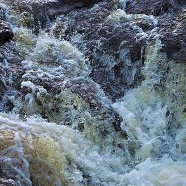 Textures on the Cascade by Tom Halseth