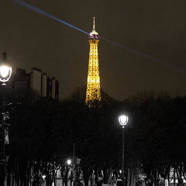 The Eiffel Tower by Robert Yaeger