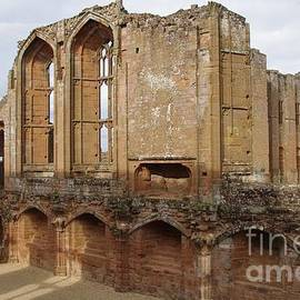 The Great Hall, Kenilworth Castle by Lesley Evered