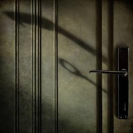 The handle by Barbara Corvino