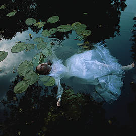 the last breath of Ophelia by Julia Blueberry
