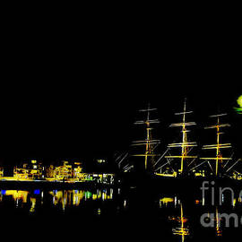 The moon's sailing ship paintograph by Chris Bee Photography