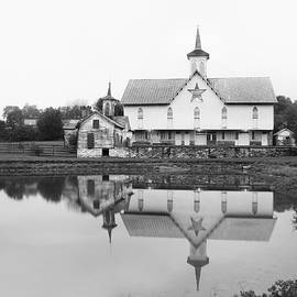 The Old Star Barn in BW by Lori Deiter