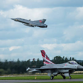 The retired Swedish J35 Draken take off and the taxing Danish F16 Fighting Falcon by Torbjorn Swenelius