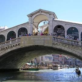 The Rialto Bridge, Venice by Lesley Evered