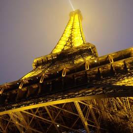 Torre Eiffel by Abrahan Fraga