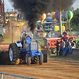 Tractor Pull by Robert Tubesing