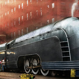 Train - Retro - The train of tomorrow 1939 by Mike Savad