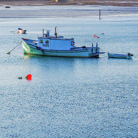 Two Boats and a Buoy_512