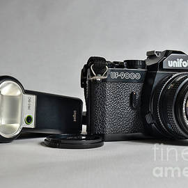 Unifot analogue camera, model UF-9000. 35mm film camera with flash by Angelo DeVal