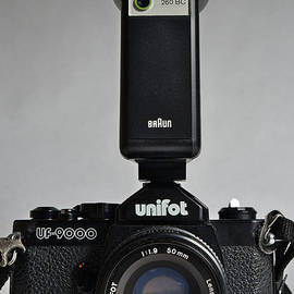 Unifot analogue camera, model UF-9000 with flash by Angelo DeVal