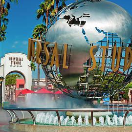 Universal Studios Fountain  by David Zanzinger