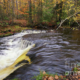 Upper Laughing Whitefish Falls by Jane Tomlin