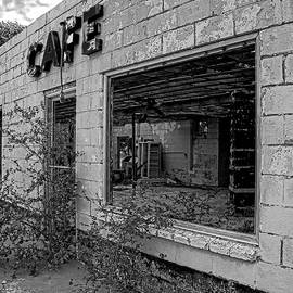 Used to be a great place to eat by John Schultz