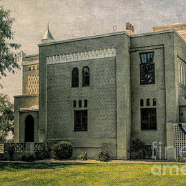 Villa Kathrine On The Mississippi  River by Luther Fine Art