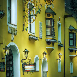 Vipiteno - The Yellow House by Flo Photography