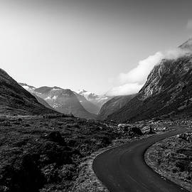 Winding Mountain Road in Black and White by Nicklas Gustafsson