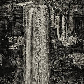 Winter at Taughannock Fall by William Norton