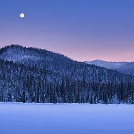 Winters morning at Dog Lake by Lynn Hopwood