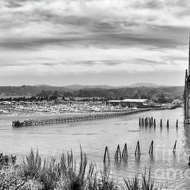 Yaquinna Bay - Black And White by Beautiful Oregon