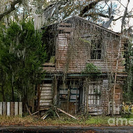 Ye Old Haunted House by Norma Brandsberg