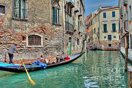 Gondola Giro by Ines Bolasini