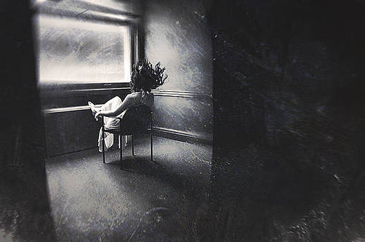 Between these lonely walls by Kamila  Gornia