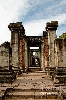 Castle Rock. by Thammasak Kanjananul