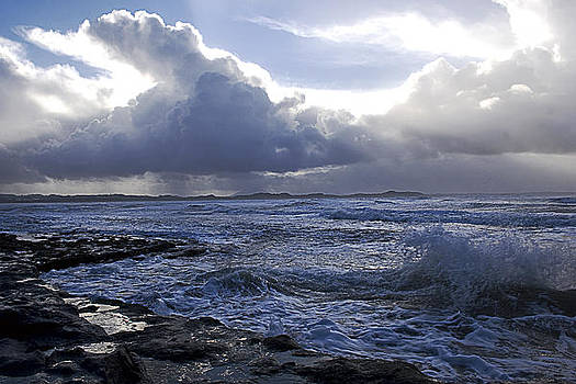 Cloud and wave by Tony Reddington