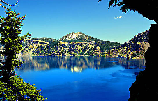 Crater Lake Oregon by Leslie Kirk