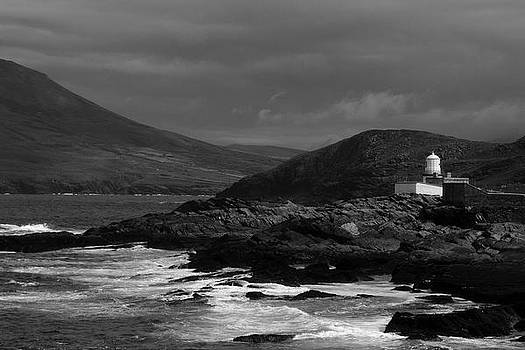 Cromwell point lighthouse by Peter Skelton