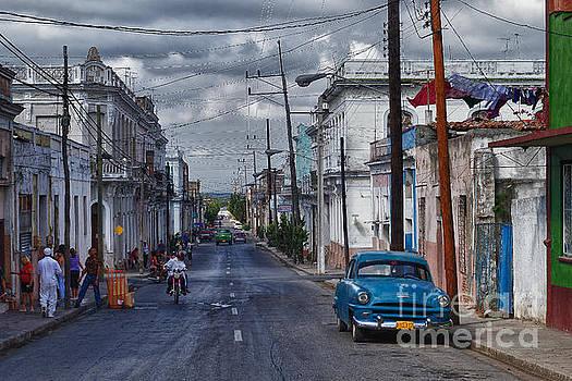 Cuba Traffic by Juergen Klust