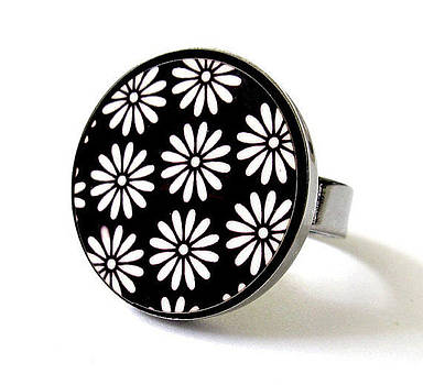 Daisies In Black And White Ring by Rony Bank