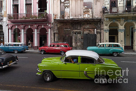 Havanna Traffic by Juergen Klust