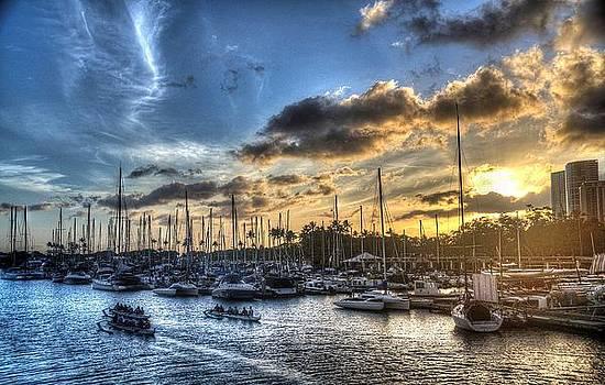 Hawaiian Yacht Club by Michael Misciagno